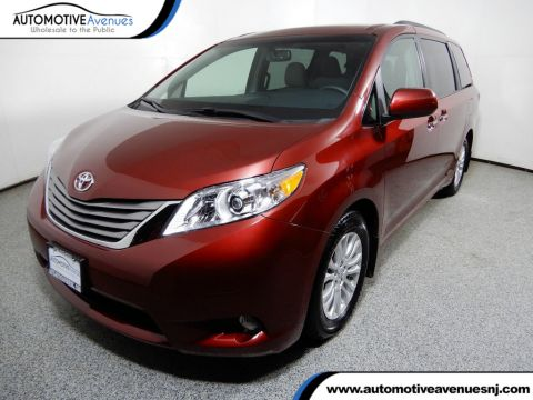 2017 Toyota Sienna XLE FWD 8-Passenger with Navigation Package Front Wheel Drive Van