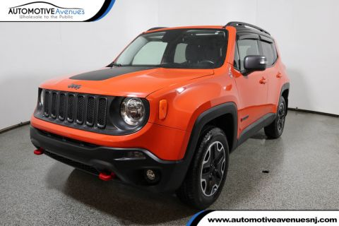 Pre-Owned 2016 Jeep Renegade 4WD Trailhawk w/Premium Package, Nav & Power/Removable Sunroof