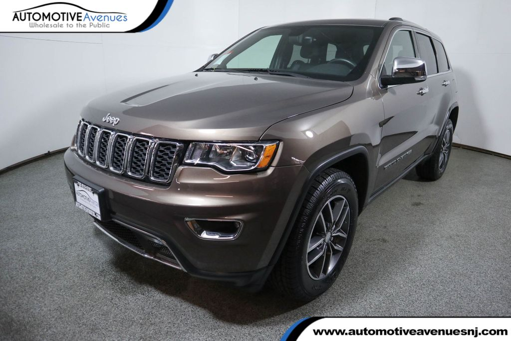 Pre-Owned 2017 Jeep Grand Cherokee Limited 4x4 with Navigation & Power Sunroof
