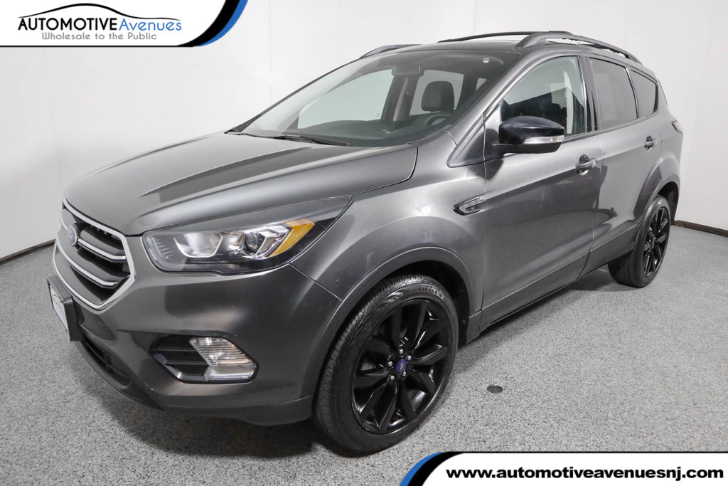 Pre-Owned 2017 Ford Escape Titanium 4WD w/Sport Appearance Pkg, Nav, & Panoramic Vista Roof