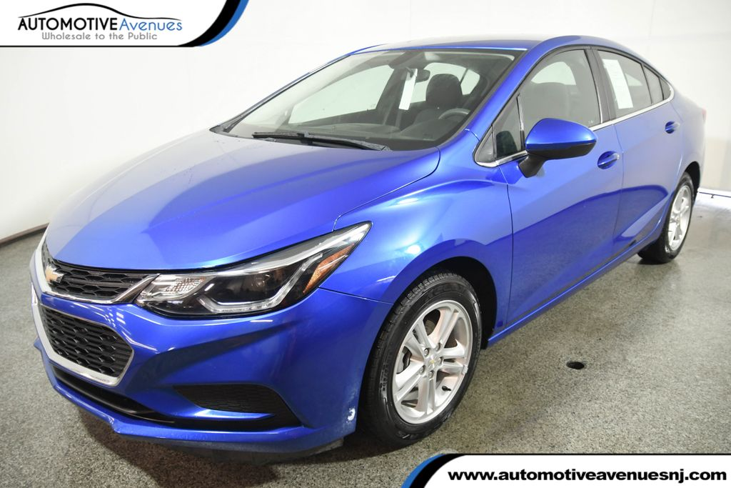 Pre-Owned 2017 Chevrolet CRUZE 4dr Sedan 1.4L LT w/1SD w/ Convenience Package