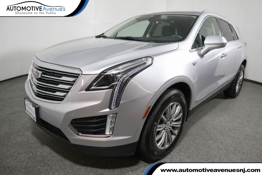Pre-Owned 2017 Cadillac XT5 AWD 4dr Luxury w/ Driver Awareness Package and Navigation