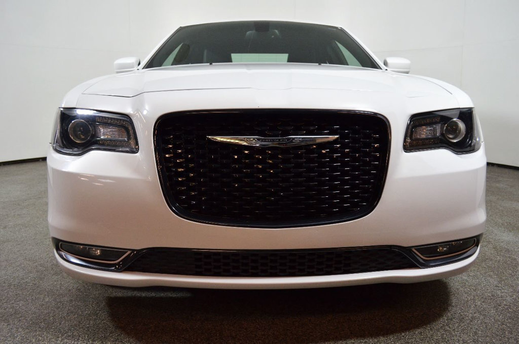 Pre-Owned 2015 Chrysler 300 4dr Sedan 300S RWD