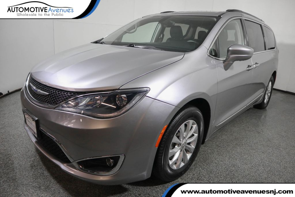 Pre-Owned 2017 Chrysler Pacifica Touring-L 4dr Wagon
