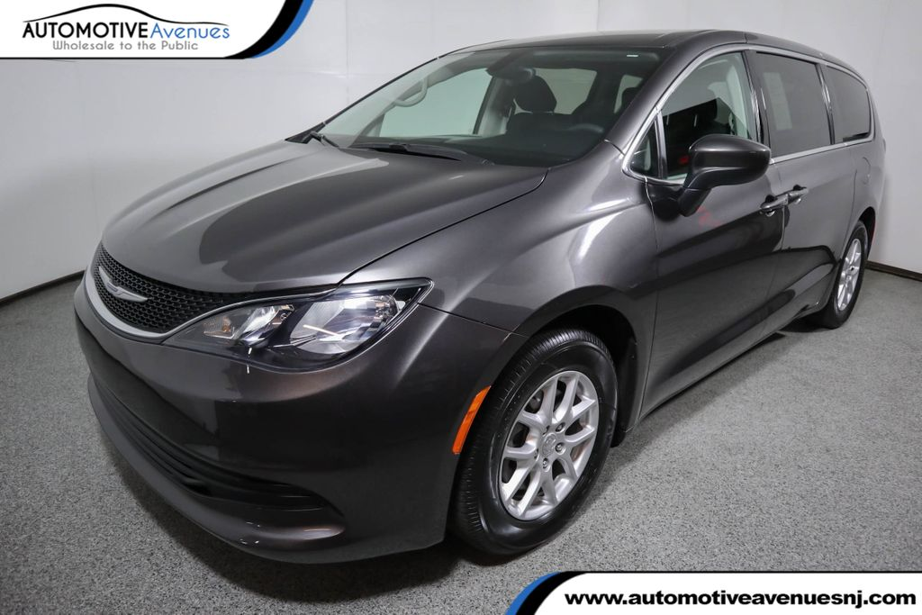 Pre-Owned 2017 Chrysler Pacifica Touring 4dr Wagon