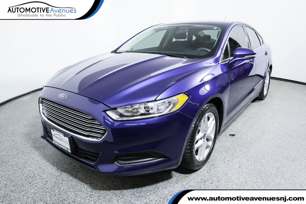 Pre-Owned 2016 Ford Fusion 4dr Sedan SE with SE Tech/MyFord Touch Package
