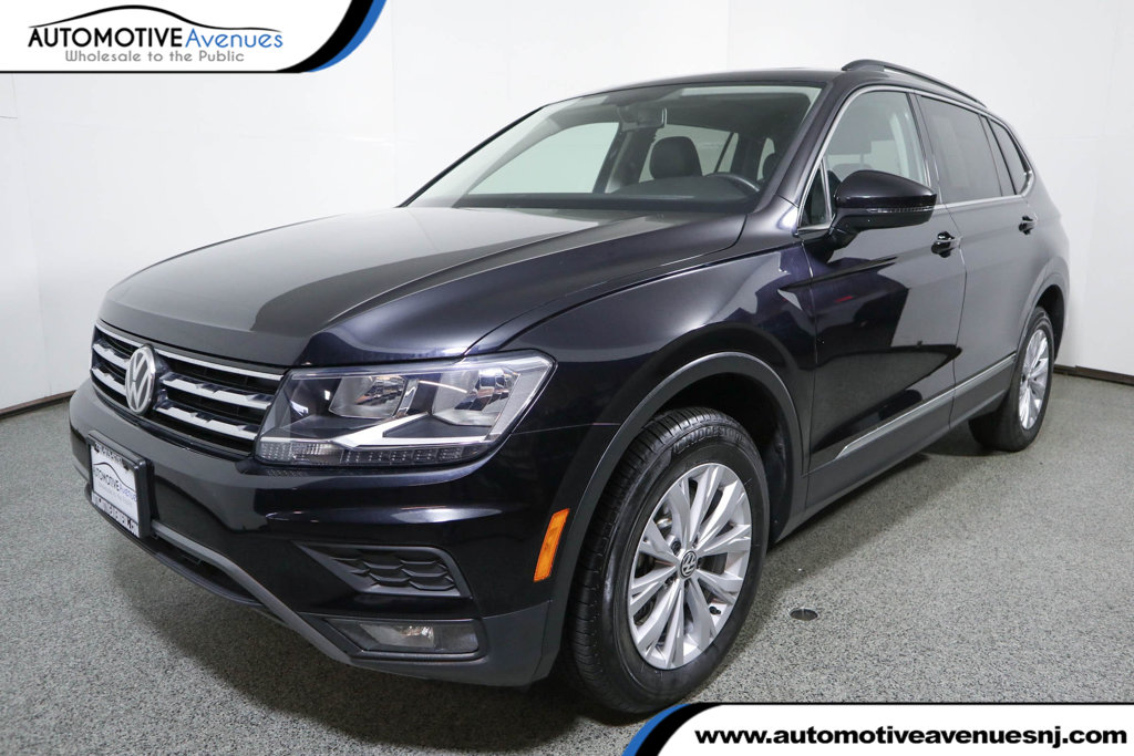 Pre-Owned 2018 Volkswagen Tiguan 2.0T SE FWD with Panoramic Sunroof & 3rd Row Seating