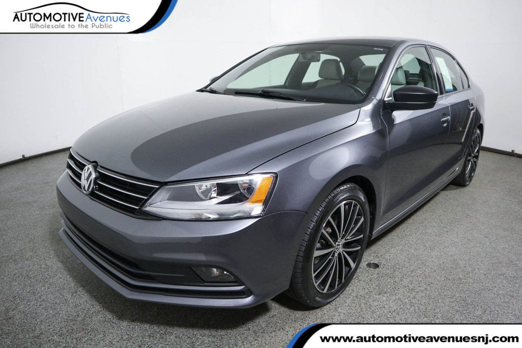 Pre-Owned 2016 Volkswagen Jetta Sedan 1.8T Sport PZEV 4dr Manual