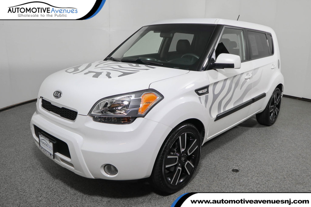 Pre-Owned 2011 Kia Soul 5dr Wagon Automatic + White Tiger Edition
