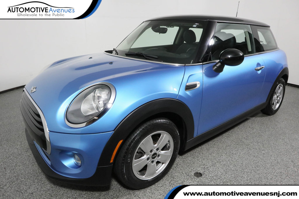 Pre-Owned 2016 MINI Cooper Hardtop 2 Door with Panoramic Sunroof & Wired Package (Navigation)