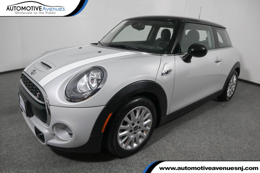 Pre-Owned 2016 MINI Cooper S Hardtop 2 Door with Media Package and Wired Upgrade