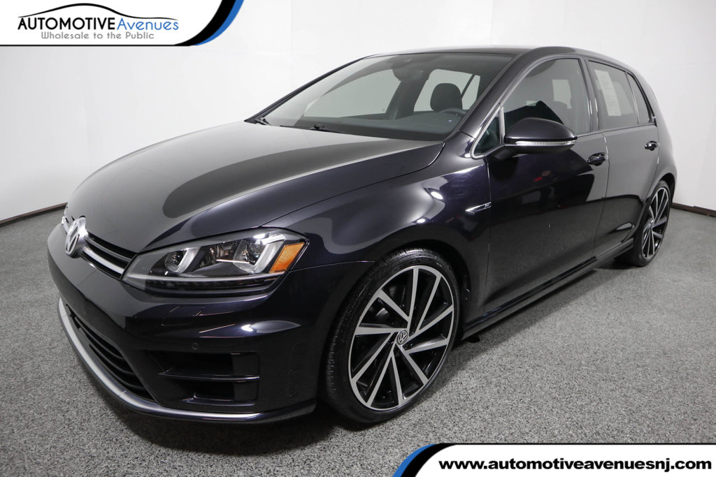 Pre-Owned 2017 Volkswagen Golf R 4-Door Manual w/DCC/Nav with Driver Assistance