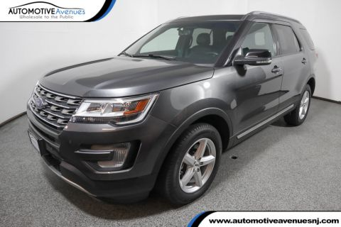Pre-Owned 2017 Ford Explorer XLT 4WD w/ Equipment Group 202A & Twin Panel Moonroof
