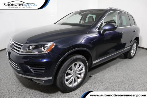 Pre-Owned 2017 Volkswagen Touareg V6 Sport w/Technology