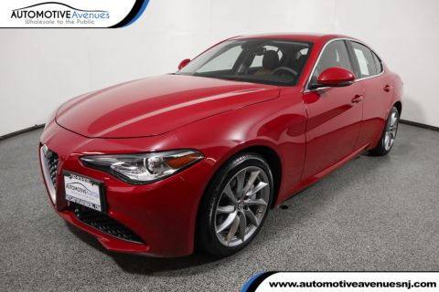 Pre-Owned 2017 Alfa Romeo Giulia AWD w/ Cold Weather & Drivers Assistance Static Pkgs and Nav